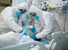Intubierung eines COVID-Patienten. Beatmung