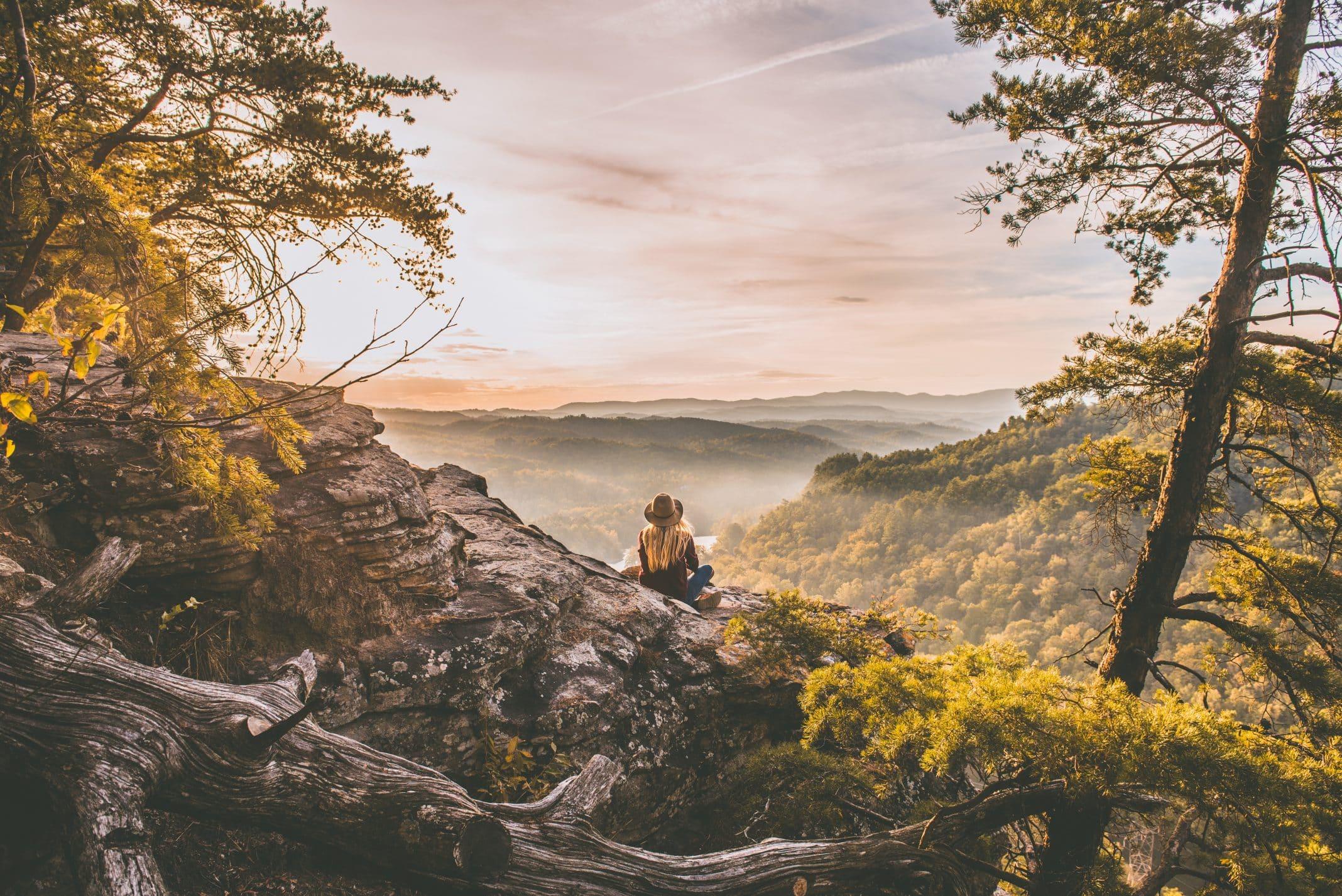Foto: Frau allein in der Natur